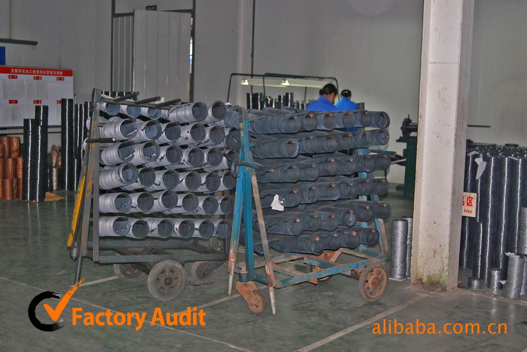 重庆康明斯机油尺管 自卸车柴油机汽车配件康明斯3017288机油尺高清图片